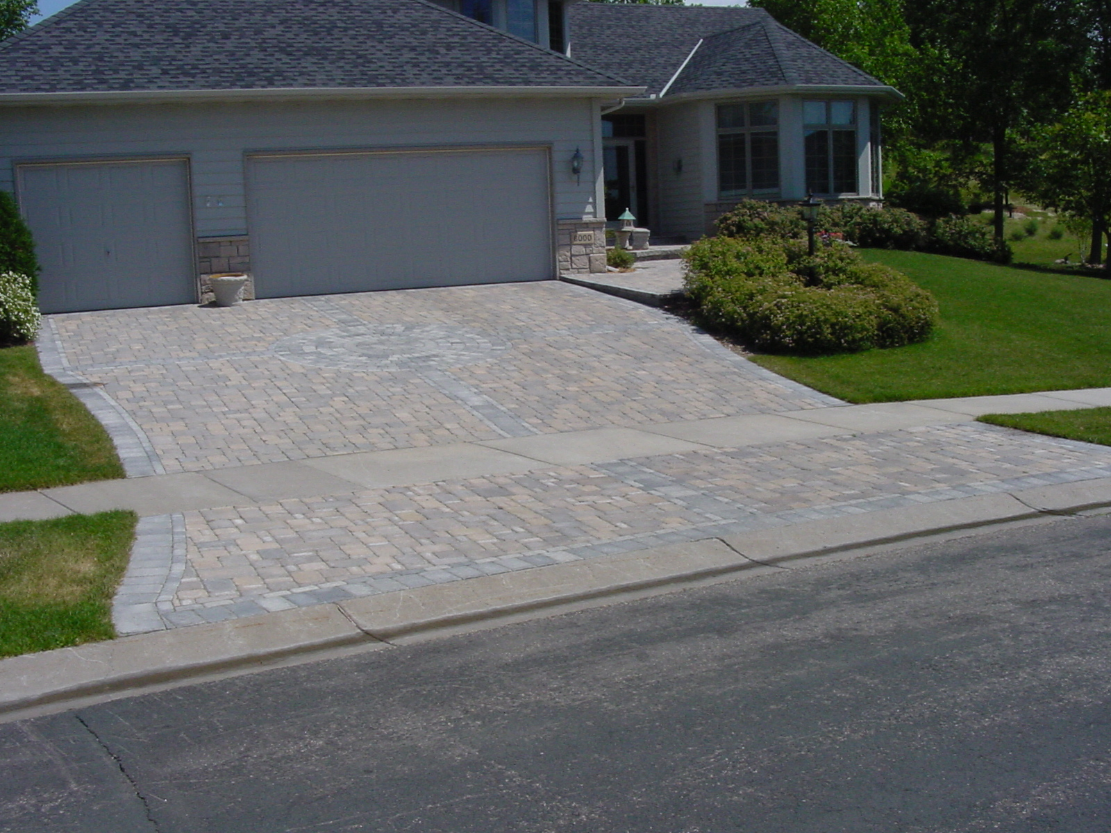 Benefits and drawbacks of concrete driveways for Cement driveway ideas